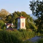 Le clocher de l'église de Bassussarry